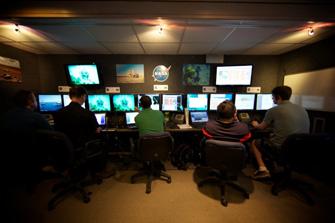 写真:地上のコントロールセンターです。様々な情報が集約され、適時・適切な判断が下されます。