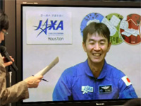Yui at the press conference (Credit: JAXA)