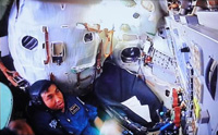 Wakata trains in the Soyuz spacecraft simulator (Credit: JAXA/GCTC)
