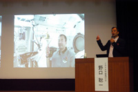 Noguchi giving his lecture (Credit: JAXA/Nagasaki University)