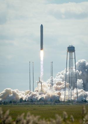 写真:アンタレスロケット(出典:JAXA/NASA)