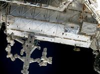 写真:デスティニー(上)(STS-124ミッション)