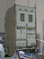 写真:打上げに向けて整備される多目的実験ラック(出典:JAXA)