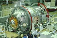 写真:RCSエネルギア社で整備されるポイスク(出典:S.P.Korolev RSC Energia)