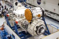 写真:NASAケネディ宇宙センター(KSC)で整備されるラスヴェット(出典:JAXA/NASA/Gianni Woods)