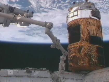 画像:SSRMSにより引き出された曝露パレット(左)