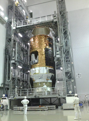 photo:KOUNOTORI4 encapsulated in the H-IIB payload fairing
