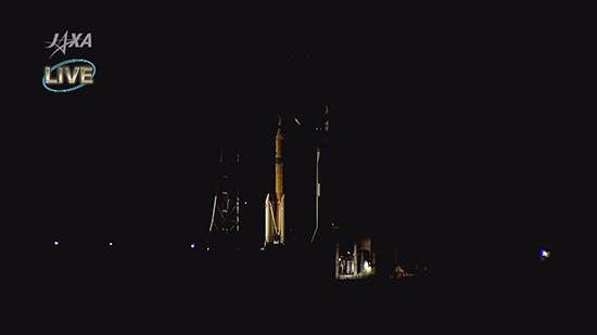 打上げを待つ「こうのとり」7号機を搭載したH-IIBロケット