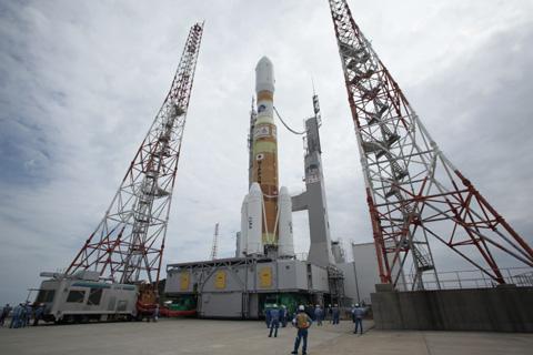 打上げ前のH-IIBロケット(「こうのとり」1号機の打上げ時)(出典:JAXA)