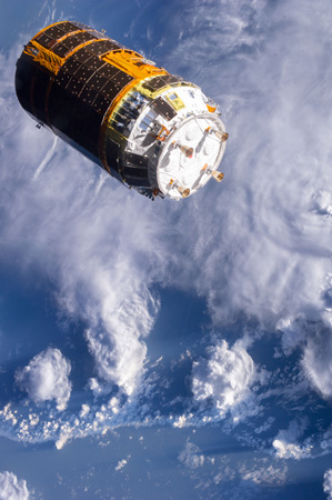 画像:ISSから離脱する「こうのとり」4号機(出典:JAXA/NASA)