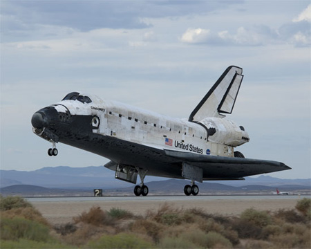 写真:ディスカバリー号の着陸