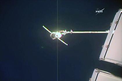 写真:ISSに接近するプログレス補給船(69P)