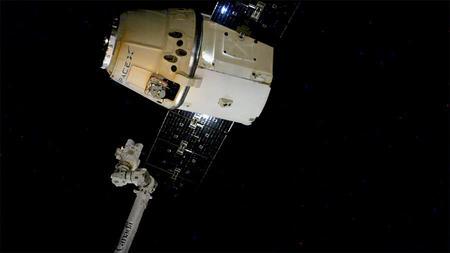 ISSから放出されたドラゴン補給船運用15号機(SpX-15)(出典:JAXA/NASA)