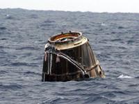 太平洋に着水したドラゴン補給船試験2号機のカプセル(出典:SpaceX)