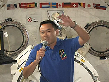 交信イベントでの星出宇宙飛行士(7月19日)(出典:JAXA/NASA)