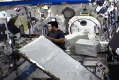 「きぼう」で作業を行う星出宇宙飛行士(9月14日)(出典:JAXA/NASA)