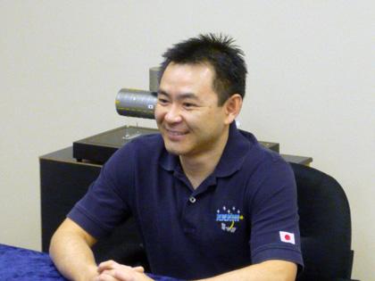 写真:星出宇宙飛行士帰還後記者会見の様子