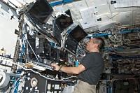 船外活動支援のためSSRMSを操縦する若田宇宙飛行士