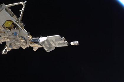 写真:放出された超小型衛星