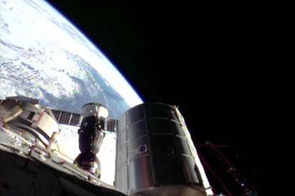 写真:ISSドッキングしたソユーズ宇宙船(37S)