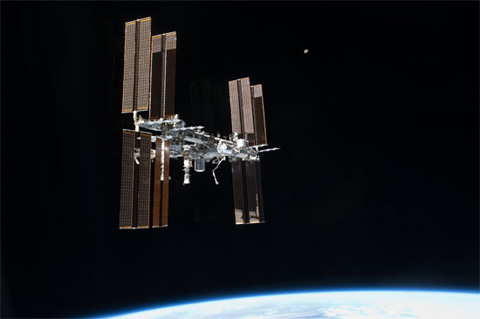 ULF7(STS-135)ミッションでアトランティス号から撮影されたISS(飛行12日目)
