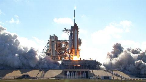 写真:ディスカバリー号の打上げ(提供:NASA)
