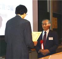 写真:授賞式の様子(2014年3月20日)