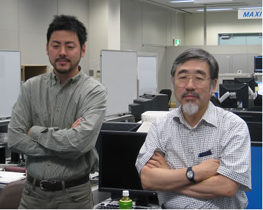 Yasushi Takeda (Professor of Hokkaido University)(right) and Yuji Tasaka (Associate Professor of Hokkaido University)(left) monitoring setup operations from the User Operations Area (UOA) at TKSC