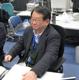 Professor Nikawa monitoring the experiment from the User Operations Area (UOA) at TKSC