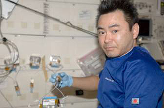 Astronaut Hoshide performing the experiment (Credit: JAXA/NASA)