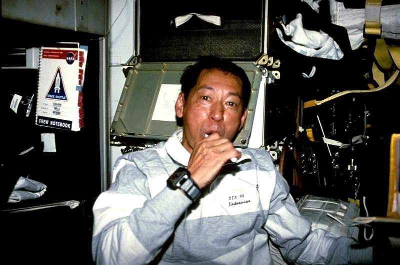 astronaut shampoos hair in space - photo #27