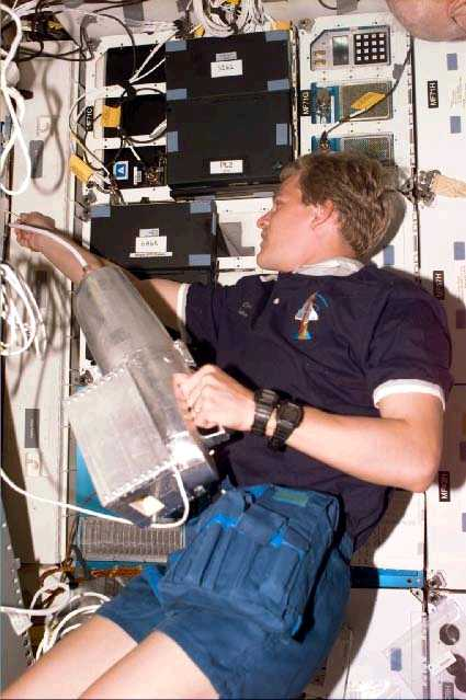 Cleaning Do Astronauts Sweep And Clean The Inside Of The