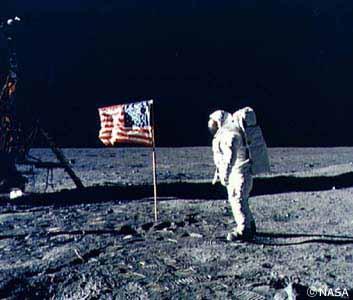 1969年 アメリカのアポロ11号が人類初の月面着陸に成功