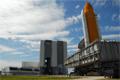 修理のためスペースシャトル組立棟(Vehicle Assembly Building: VAB)へ移動するアトランティス号