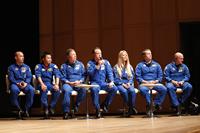 つくばで行われたミッション報告会の様子。左から2番目が星出宇宙飛行士