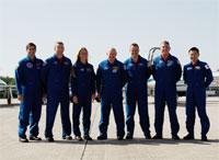 TCDTに参加するためKSCに到着した星出宇宙飛行士(最右)を含むSTS-124クルー