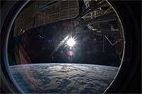 写真:宇宙から見た地球(出典:JAXA/NASA)