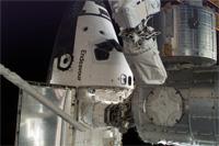 ISSにドッキングするエンデバー号