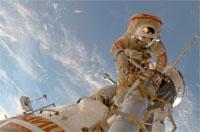 船外活動を行うヴォルコフ宇宙飛行士(提供:NASA)