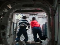 船内保管室への入室(1J/Aミッション)