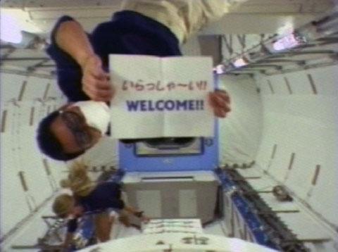 写真:船内実験室へ入室した星出宇宙飛行士とナイバーグ宇宙飛行士(提供:NASA)
