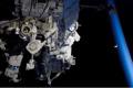 第1回船外活動を行うジョン・オリバース宇宙飛行士(飛行4日目)