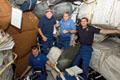 ミッドデッキで作業を行うSTS-122クルー(飛行2日目)