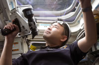 ISSとの距離と接近速度を測定する星出宇宙飛行士