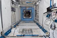 ラック移設後の「きぼう」船内実験室の内部の様子