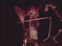 写真:ディスカバリー号の機体の後期点検の様子(飛行12日目)