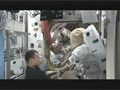 船外活動ユニット(EMU)の整備作業の様子
