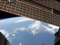 「きぼう」日本実験棟の窓から撮影した日本