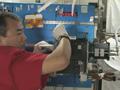 マランゴニ対流実験の供試体の補修作業