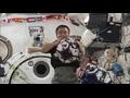 『週刊若田』(Vol.25) 「小型模擬人工衛星(SPHERES)の実験を行う若田飛行士」